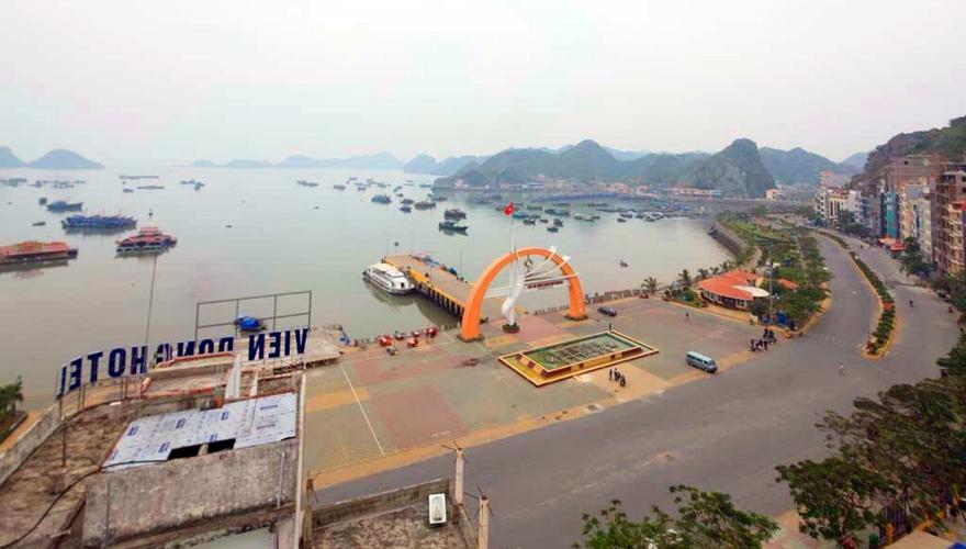 View từ khách sạn Viet Lotus Cát Bà
